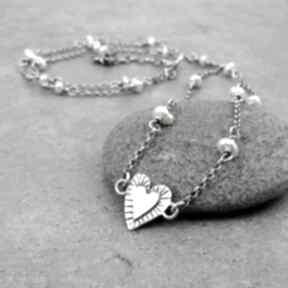 Drobina serca z perłami naszyjniki amade studio delikatny