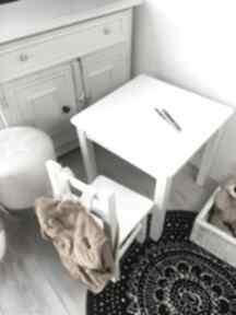 pokoik dziecka: meble-dziecięce stolik-i-krzesełko białe-meble
