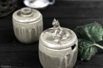Zestaw pojemników na sól oraz cukier z kotem solniczka