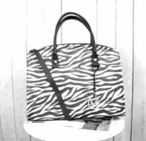 Klasyczna torebka w stylu biznesowym kuferek animal print zebra