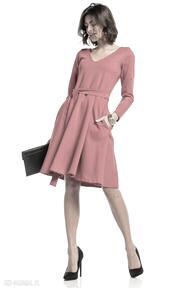Rozkloszowana sukienka z dekoltem v, t323, czerwona sukienki