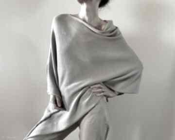 Klasyczna narzutka w naturalnym odcieniu poncho anna damzyn