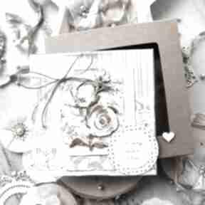 Piękna warstwowa kartka na każdą okazję pudełeczko z szybką