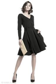 Rozkloszowana sukienka z dekoltem v, t323, czarna sukienki