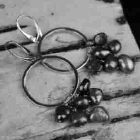 Długie kolczyki koła z perłami srebro barbara fedorczyk kolczyki