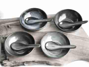 Ceramiczne miseczki z łyżeczkami na sosy, dipy, przekąski