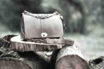 Torba na ramię lub ukos w kolorze brązowym, wieczorowa, stylowa
