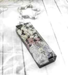 1175 mela - brelok do kluczy z żywicy kwiatami breloki art