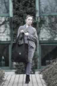 Duża czarna zamszowa torba w kształcie prostokąta na ramię bags