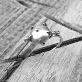 Wild pearl - atomic pink ii srebrny pierścionek z perłą