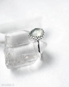 Pierścień z prehnitem dziki krolik prehnit, srebro, wykwintny