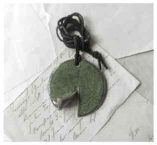 Wisior zielony zawijasek wisiorki wylegarnia pomyslow ceramika,