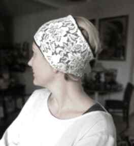 Opaska damska koronkowa biała na brązowej podszewce, bardzo małą