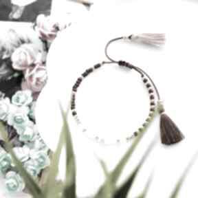 Bransoletka na sznurku z chwostami brązowo-różowa minimal brown