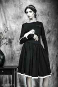 Rozkloszowana sukienka z haftowaną koronką sukienki kasia miciak