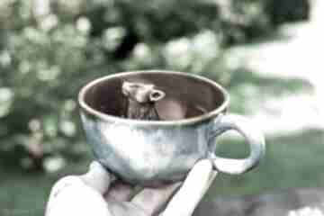Ceramiczna filiżanka z figurką wilka - szaro różowa- 350 ml