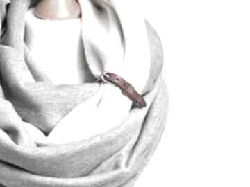 Modny duży komin tuba dresowy szary z zapinką skórzaną