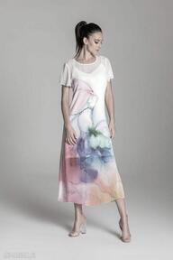 Długa letnia sukienka trapezowa kolorowa z szyfonu krótkim