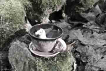 Ceramiczna filiżanka z figurką konia - różowa na prezent
