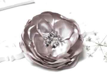 Elegancka broszka przypinka kwiatek w kolorze pudrowego różu