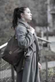 Brązowa torba z zamszu ekologicznego regulowanym paskiem torebki