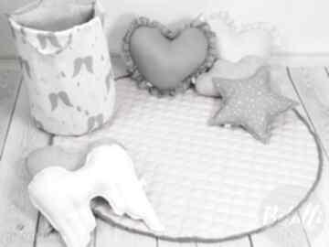 Mata pikowana do zabawy dywanik pudrowy róż pokoik dziecka