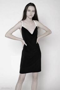 Magdalena Koziejkoraliki pereły czarna sukienka mini