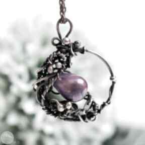 W fiolecie - naszyjnik z perłą rzeczną naszyjniki pracownia