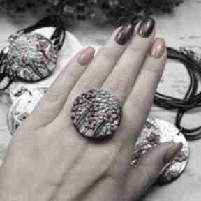 """Duży, regulowany pierścionek """"czerwone kwiaty"""" kameleon duży"""