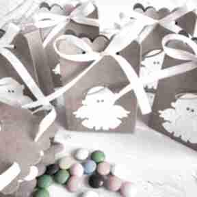 Pudełka, podziękowania dla gości - aniołek zaproszenie biala