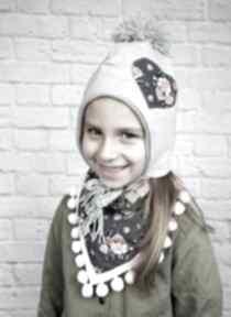Zimowa czapka pilotka trójkątem; szara serduszkiem apaszka chusta