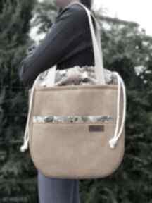 Duża torba w kolorze miodu z kominem bukiety bzu na ramię