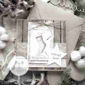 Prezent pod choinkę. Magiczna kartka na święta bożego narodzenia