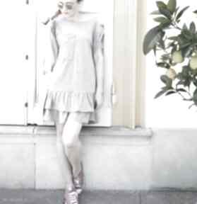Oversize letnia szara sukienka z falbanami i kieszonką