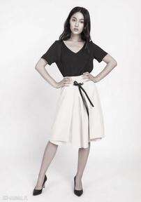 Elegancka spódnica z efektownym wiązaniem przodu sp123 beż