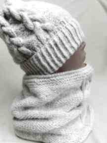Komin i czapka w bieli kominy julia mazur na drutach, warkocze
