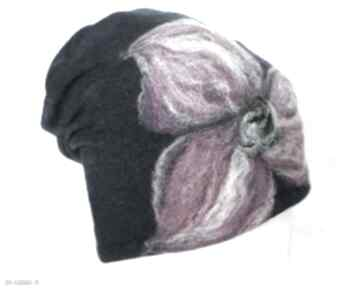 Czapka handmade wełniana z kwiatem-czesanką filcowane czapki