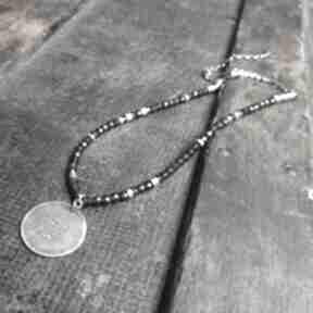 naszyjniki: naszyjnik-srebrny naszyjnik-z-granatów metaloplastyka