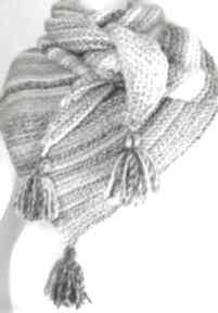 Popielata trójkątna chusta na drutach szaliki elma22 chusta