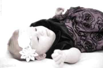 Opaska dla dziewczynki z kwiatuszkiem i różyczką ozdoby