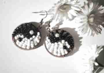 Moc równowagi kolczyki koralików miedzi yin yang czerń biel