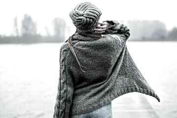 Obszerny kardigan z kid mohairu swetry zozo hara ciepły sweter