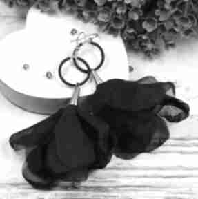 Długie i zwiewne, czarne kolczyki kwiaty kameleon kolczyki