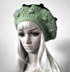 Ozdobny, czarno-zielony beret w paseczki z bąbelkami czapki