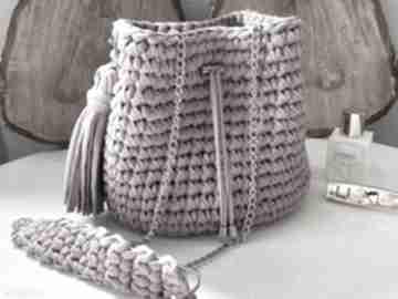 Szydełkowa torebka worek dusty rose na ramię fabryqaprzytulanek