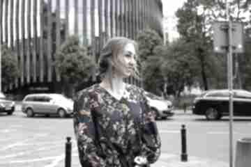 Granatowa bluzka w kolorowe kwiaty bluzki rustic city bluzka
