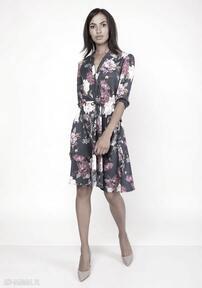 Uniwersalna sukienka z delikatną stójką, suk155 kwiaty sukienki