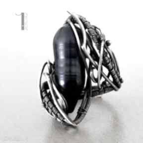 Skadi - srebrny pierścionek z perłą miechunka srebro, perła
