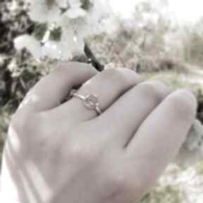 Delikatny pierścionek z cytrynem artymateria z-cytrynem, srebrny
