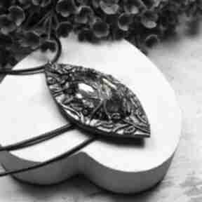 """Duży wisior """"flora"""" z pięknie mieniącym się kryształem wisiorki"""